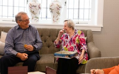 5 tips for engaging your loved one living with dementia during holiday gatherings